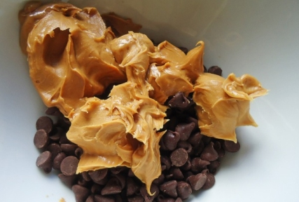 chocolate-chips-and-peanut-butter